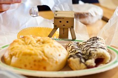 Danbo has breakfast at Au Bon Pain! (MSG Mike) Tags: life look boston cheese breakfast lens cherry toy 50mm prime robot nikon looking box eating chocolate massachusetts eat bagel asiago strudel danbo d90 f18d danboard