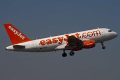 G-EZDK - 3555 - Easyjet - Airbus A319-111 - Luton - 100423 - Steven Gray - IMG_0393