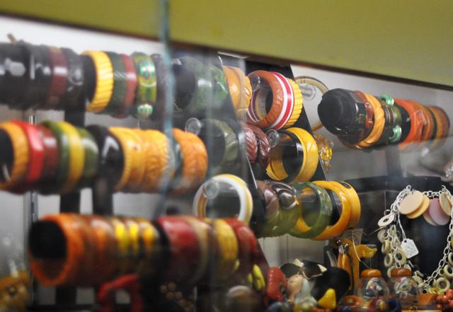 vintage bangles+bakelite+antique jewelry