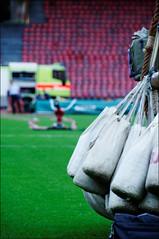 Emergency measures (victor*f) Tags: grass start balloons meetup stadium ballon zurich gas firetruck seats feuerwehr hydrogen sandbags ballast letzigrund zfd züriflickrdrinks wasserstoff ballongruppe