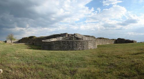panorama cu turnul de colt 2 in prim plan