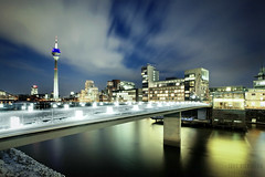 Media Harbour (Jrg Dickmann) Tags: longexposure bridge schnee winter sky snow cold topf25 night germany geotagged deutschland lights harbor media frost nacht harbour january himmel frosty freeze nrw fernsehturm canon5d dusseldorf hafen brcke dsseldorf rhine rhein medien duesseldorf tvtower januar rheinturm medienhafen canon1740 mediaharbour winterly rhinetower mediaharbor hibernal fusgngerbrcke geo:lat=51216128 geo:lon=6752678