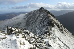 Striding Edge from Helvellyn end (Ross Drummond) Tags: winter lake snow mountains ice walking view walk district lakedistrict hike ridge edge cumbria fells breathtaking ohhh stridingedge bagging striding elevation5001000m abigfave nuttal natureoutpost goldstaraward summitstridingedge altitude860m mountainscumbrian nuttalbagging