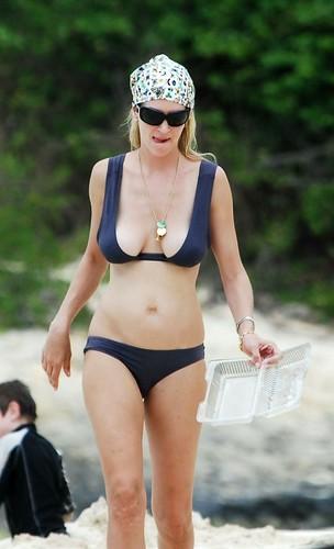 Uma Thurman - bikini photo