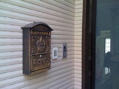 你拍攝的 家門口的信箱。