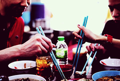 makan time (hurtingbombz) Tags: food lunch nikon f14 sigma malaysia chopsticks kl makan hawker chickenrice jalanimbi 30mm currylaksa d90 charkuayteow