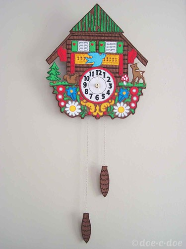 appliquéd-&-embroidered-clock 1