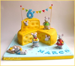 Torta Sagra del Formaggio / Cheese Party Cake (Fantasticakes (Ccile)) Tags: yellow cheese mouse mice birthdaycake caketopper childrenparty cakeformen sugarmodelling chhesefondantcake cakeforboy
