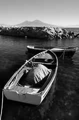 Barche (Francesco Saverio Fienga (off and on)) Tags: sea bw sun 20d canon boats mare shadows barche bn ombre napoli sole vesuvio mergellina explored flickrsbest absoluteblackandwhite francescosaveriofienga magicunicornverybest