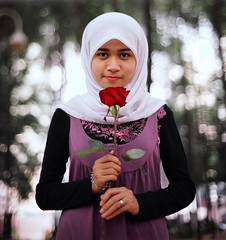 31100022 (::azhar::) Tags: slr classic film 35mm hijab negative scanned rm wideopen olympusom2n kodakportravc160 bokehlicious autaut gzuiko50mmf14 flowerofislam azr azrfilem