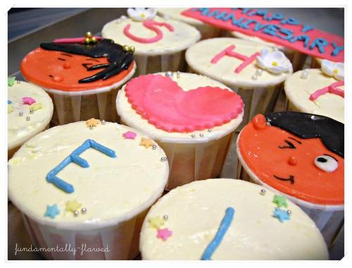 Sharin's ROM anniversary cupcakes 004