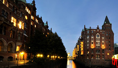 Phot.Hamburg.Speicherstadt.Night.090917.2731.01 (frankartculinary) Tags: ocean china plaza city travel sea vacation mer india streets reflection berlin art cars beach church bar night strand mall germany munich mnchen square noche calle nikon asia meer strada mare place cathedral market fireworks nacht venezuela urlaub zurich hamburg chinese beijing traditions ciudad places playa historic coolpix nightlife d200 rue nuit plage stdte ville vacanza visualart vacance citta pyrotechnics d300 strasen pltze visualconcept colorphotoaward nikonflickraward