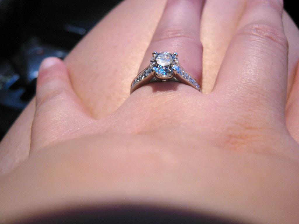 ENGAGEMENT RINGS ON FINGER | Engagement Rings On Finger. Pearl ...