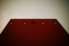 Red (koinis) Tags: windows red building john sigma 24mm 18 vignette nykping hamn koinberg koinis