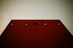 Red (koinis) Tags: windows red building john sigma 24mm 18 vignette nyköping hamn koinberg koinis