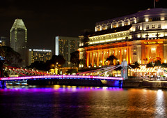 Fullerton Lighting Up (Artermisz) Tags: singapore boatquay singaporeriver fullertonhotel