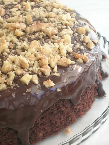Çikolata Soslu Cevizli Çaylı Kek