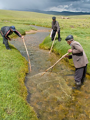 Traditional Kyrgyz fishing (Evgeni Zotov) Tags: people mountain man net water river fishing asia action mount highland pasture fisher wait catch kyrgyz kyrgyzstan kirghizistan kirgistan kirgizia jailoo songkol kirgizistan songkul songkl kirgizi kirgisistan sonkul  sonkol kirguistan kirghizia krgzistan quirguisto