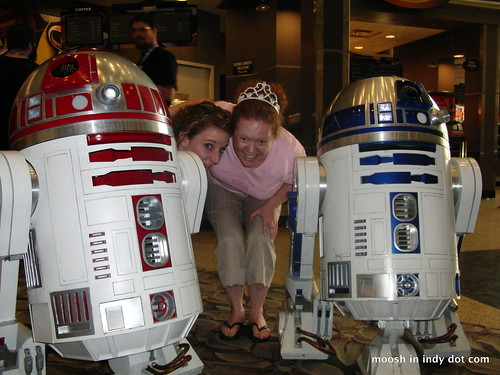 Mr. and Mrs. R2-D2 (with @thequeenoffree)