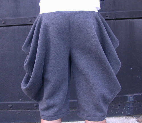 cowl shorts - charcoal-white 004