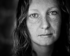 pure (besimo) Tags: portrait blackandwhite hair shower eyes natural f14 4x5 freckles wideopen julitta besimmazhiqi 50mm14g julittadoesntlikeit jaistaufmeinemschreibtischinmeinemarbeitszimmergemacht