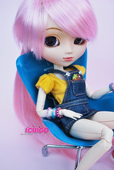 Happy birthday Audrey!<3 (Kristter.) Tags: pink chair eyelashes planning rement pullips jun ichigo akai papin rewigged