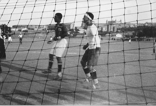 Partido de fútbol en Toledo en la Escuela de Gimnasia, años 20.  Fotografía de Eduardo Butragueño Bueno