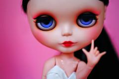 I love you / hang loose (r e n a t a) Tags: pink macro cute canon doll rosa plastic geisha kawaii blythe ブライス boneca custom takara plástico gueixa customizada extrahands pureneemobody elianasaito lilitix custombylilitix