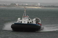 2009 07 15 45 Hovercraft Arriving (IoW_Sparky) Tags: hovertravel hovercraft isleofwight iow ryde eos 400 gb uk sea coast beach busstation angleterre aéroglisseur plage côte mer eau ciel nuages canon