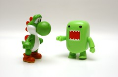 HEY ! (kingkong21) Tags: green domo yoshi toy2r