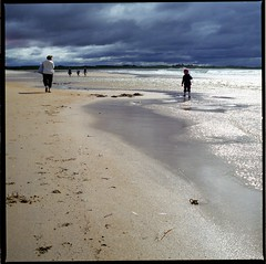 A Monday Stroll (El Blamchez) Tags: beach bay lifes beadnell britishseascapes