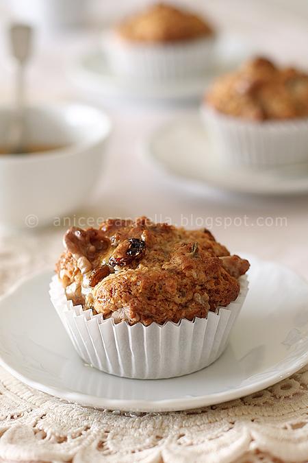 Muffins all'uvetta, noci, miele e profumo di Toscana