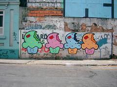 09 (Raquel Bolinho) Tags: street brazil streetart minasgerais art colors brasil graffiti maria liberdade raquel cupcake belohorizonte kc muffin bomb kamikaze floresta sorvetinho bh personagem docinho jaragu bolinhos bolinho graffite kamikazecrew graffiticharacters bairrofloresta cupcakegraffiti graffitigirls mariaraquel muffim avantniocarlos bolinhobh xraquelx
