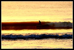 Sunset Surf Le Porge 03/09 (Blomkvist Photo) Tags: ocean sunset france surf waves surfer bordeaux glassy onde aquitaine sunsetsurf