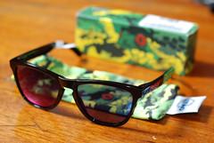 red sunglasses shades camo positive jupiter oakley iridium 50mmf18 frogskins nikond80