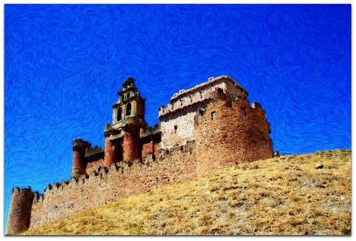 Castillo e iglesia en Turégano. Segovia. Castilla