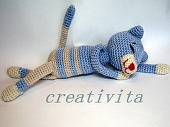 Cat nappin blues... (Creativita) Tags: blue norway cat canon norge friend handmade stripes crochet norwegen yarn softie softies cotton napping pal amigurumi myke norvegia s5 playmate leker hekling nappin hekle virkad crochetcat allunicetto