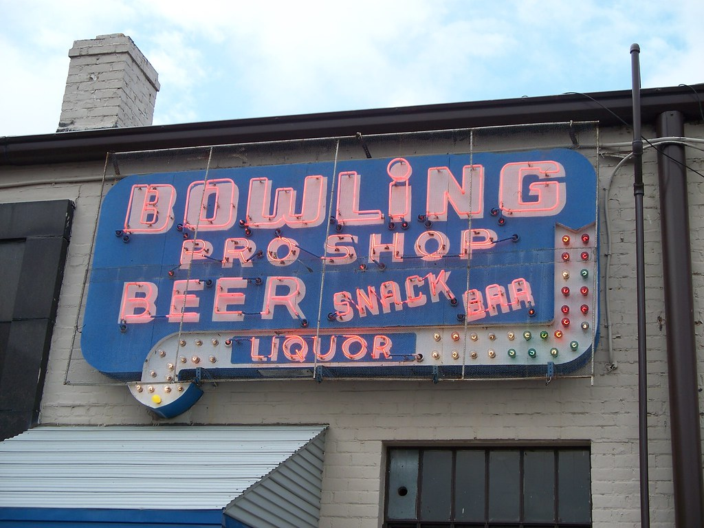 OH Middleburg Heights - Bowling Pro Shop