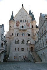 31Aug09 DE With Aunts-194 (WanderNeal) Tags: alps castle neuschwanstein schloss couryard aig09