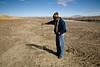 Sol contaminé. 30 à 50% des animaux meurent chaque année à force de boire l'eau du fleuve et de brouter l'herbe (Crucero, Puno, Pérou, août 2009)