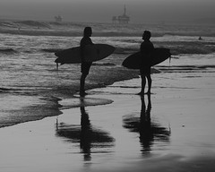 talking about the set black and white (jst images) Tags: california ca blackandwhite bw reflection beach water silhouette sand waves surfer surfing orangecounty oc huntingtonbeach hb blackwhitephotos justimages jasontockey jstimages blackandwhitesurfing blackandwhiteseasape
