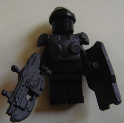 Hazel GOW minifig weapons