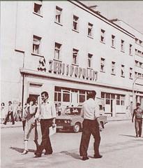 "Zri i Popullit, bulevardi Stalin, Tiran, vite 70-80. ""La voix du Peuple"", organe central du Parti du Travail d'Albanie, boulevard Staline, Tirana, annes 70-80. (Only Tradition) Tags: al albania zip albanien shqiperi shqiperia albanija albanie shqip shqipri ppsh shqipria shqipe arnavutluk hcpa albani   gjuha   rpsh  rpssh    zriipopullit      albnija"