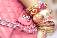 la mode (FUNKYAH) Tags: color fashion bag gold modeling fuchsia style trendy chanel bangels susuwa3