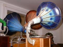 Tourne-disques08-Pavillons multicolores (Geher) Tags: france radio de son musée sound museums orgues yonne enregistrement barbarie cylindres tournedisques stfargeau limonaires magnétophones