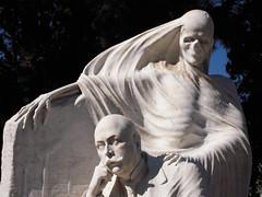 La muerte_6 (Bellwizard) Tags: barcelona cemetery graveyard death skull mort cementerio muerte morte montjuc calavera cementiri