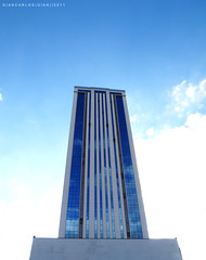 Primus (Giancarlos F. Martins) Tags: sky st se si céu sl sa prédio gian blueandwhite edifício sy piracicaba azulebranco so giancarlos lumixfz40 primuscenter