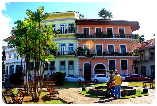 Casco Viejo plaza & buildings