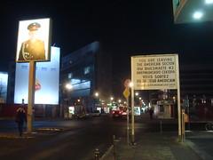 Berlim: Checkpoint Charlie, ponto de passagem pelo Muro de Berlim