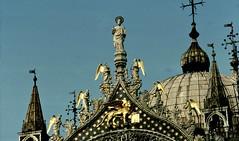 Venedig - Skulpturen auf dem Dach von San Marco  - 18 (roba66) Tags: travel italien venice italy reisen italia urlaub insel explore venise venezia venedig middleages sanmarco isola voyages basilia roba66